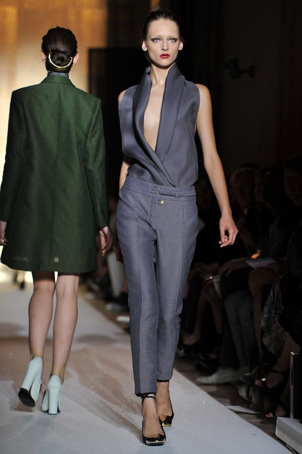Yves Saint-Laurent представи своята колекция по време на Парижката седмица на модата